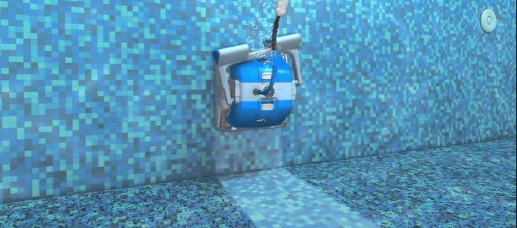 Bazénové vysávače Doplhin dokážu liezť aj po stenách bazénu