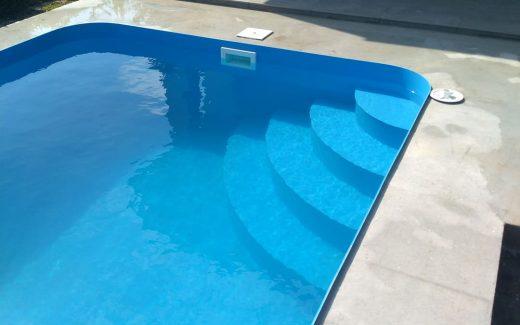 Rohové schody bazén