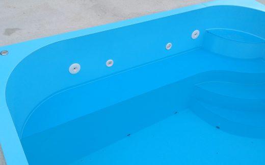 Sedacia lavička v bazéne
