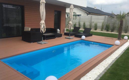 Modrý bazén hranatý MODERN s pozdĺžnymi schodíkmi