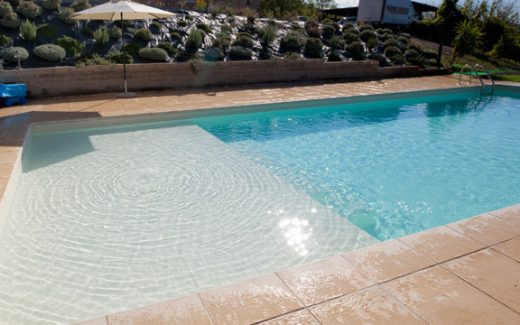 Bazén s ležadlovou časťou