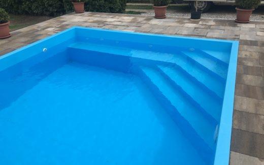 Bazén hranatý Modern s lavičkou a rohovými schodíkmi