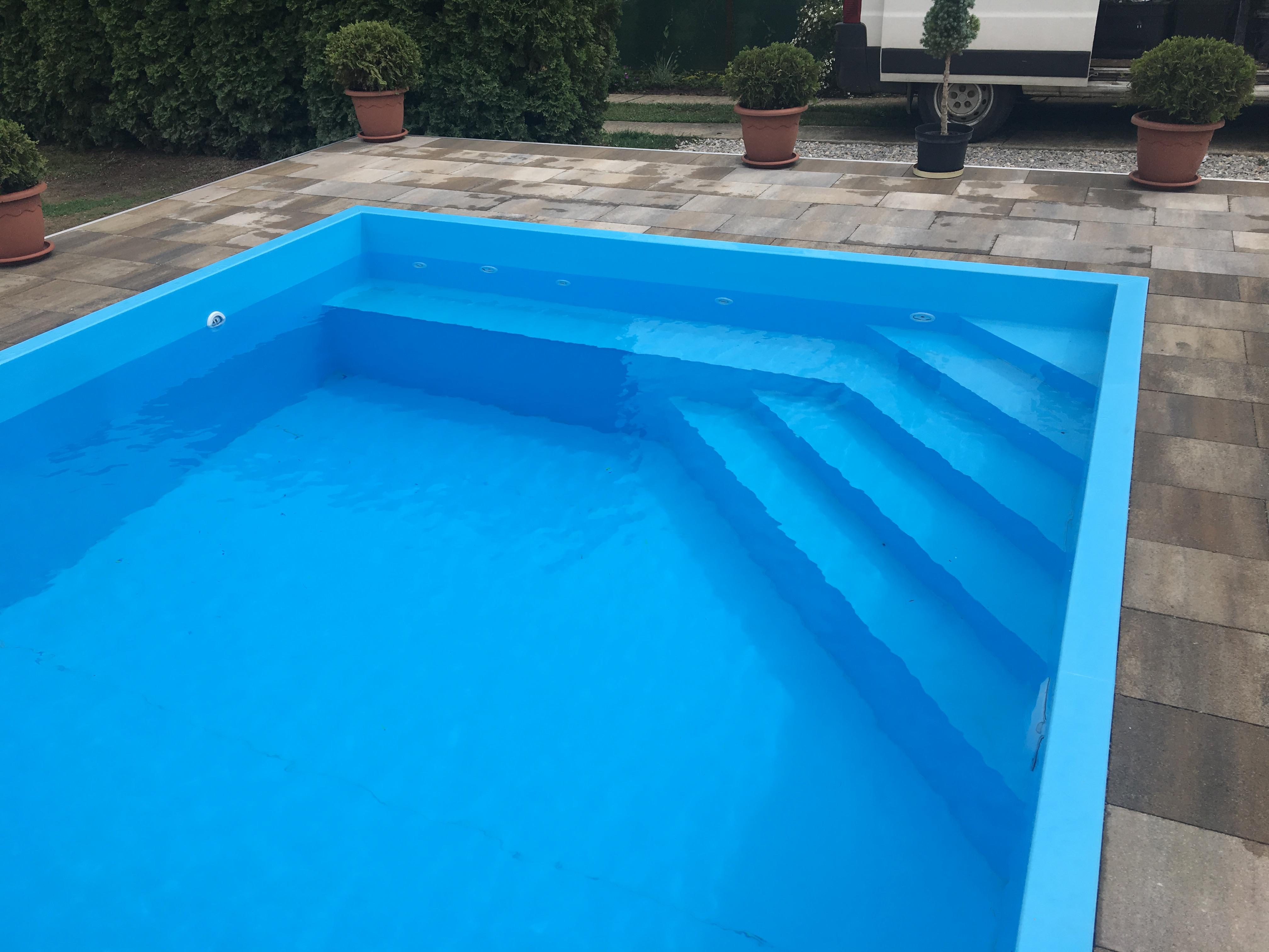 Modrý bazén MODERN