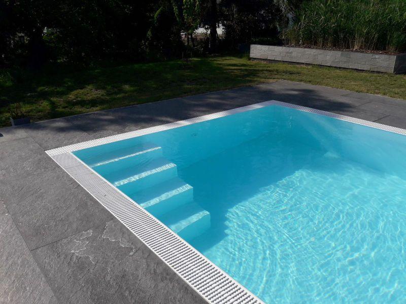 Plastový prelivový bazén