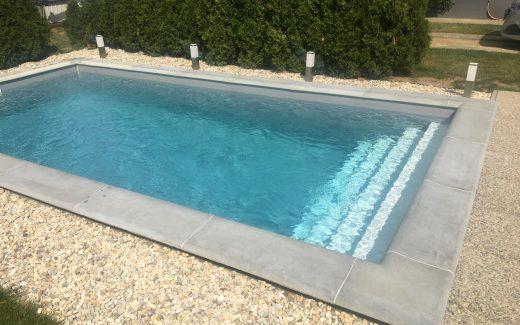 Šedý bazén MODERN s bielymi schodíkmi